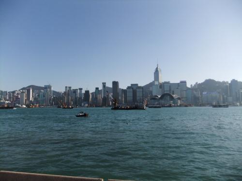 来ました〜!香港。九龍側から香港島を見たところ。<br />よくテレビで見る景色と一緒(当たり前だけど)。