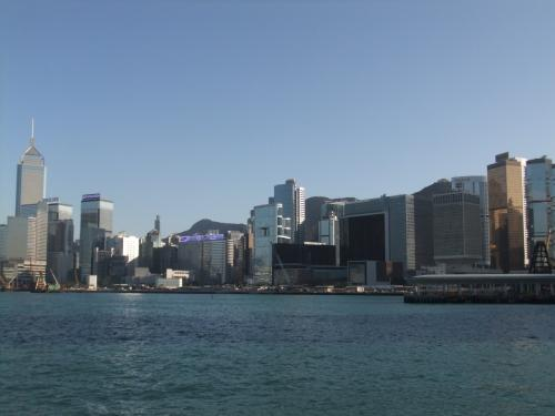 スター・フェリーから見る香港島。都会だ!