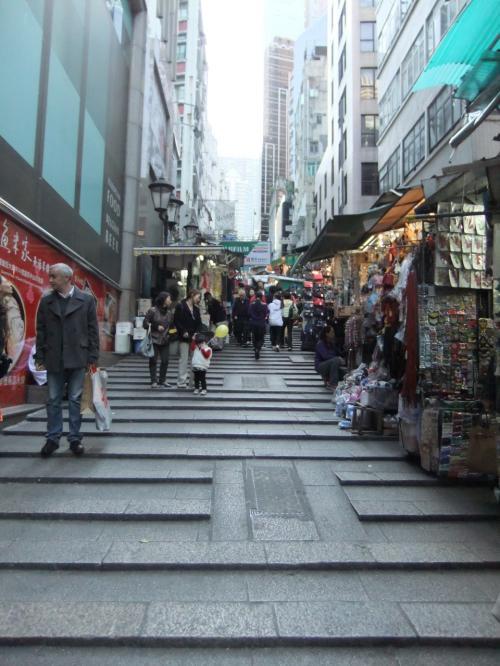 香港は坂が多いなぁ。
