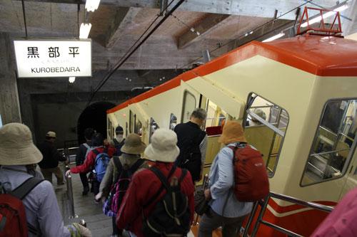 10:29<br />黒部湖行きのケーブルカーに乗車<br />ケーブルカーはずっとトンネルの中を走行。