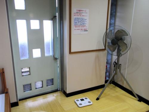 更衣室に用意された扇風機。