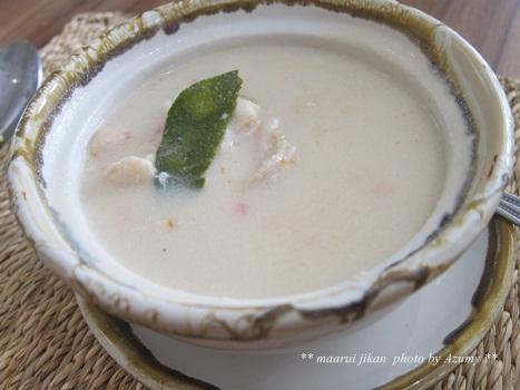 トムカーガイ(鶏肉のココナッツミルクスープ)<br />酸味があって私はトムヤムクンよりこちらの方が好きです♪<br />