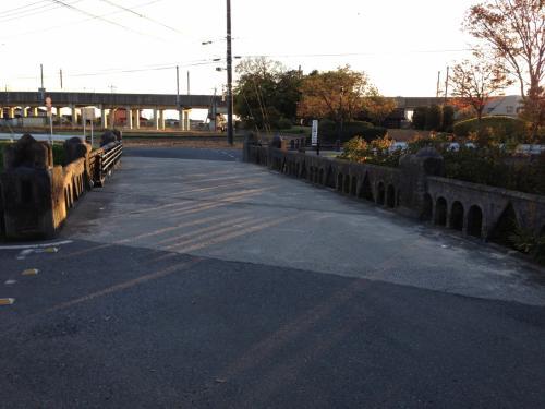 石田堤は、この橋のあたりからもろくも決壊し、水攻めには失敗したそうです。<br /><br />なぜ、これだけ簡単に堰が決壊したかは、後でわかります。