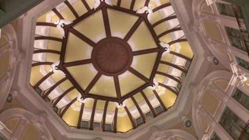 南口に入り、下からドームを撮ってみました。もっと真下に入って撮りたいのですが、人がたくさんいたので断念。