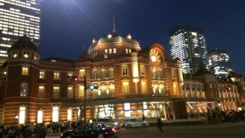 帰りは丸の内北口から帰りました。<br /><br />昔は東京駅の丸の内は、夜はとても暗くこれと言って特徴のない町でしたが、近年は本当に見違えるようです。<br /><br />夜の東京駅。とてもおしゃれでロマンチックな街です。<br />ぜひ一度、足を運んでみてはいかがでしょうか?