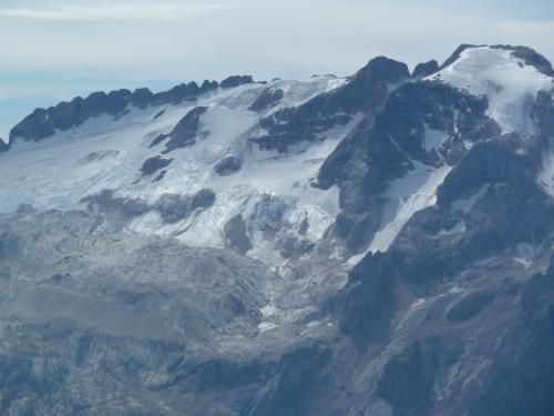 ポルドイ台地から臨む、マルモラーダ氷河。