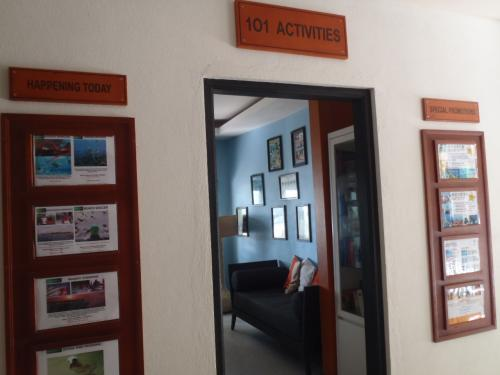 アンサナはアクティビティの種類が多い事でも有名です。<br />こちらはレセプションの右手にあるアクティビティセンターで、詳しいアクティビティの情報を知ることが出来ます。