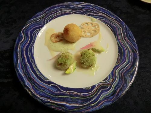 前菜1:帆立貝のパン粉焼き、モッツァレラのコロッケ(写真)非常にうまい。