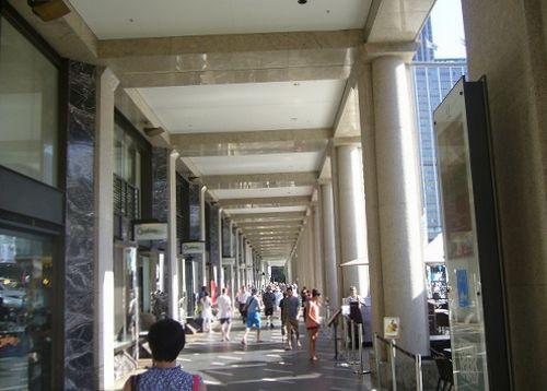 オペラハウスを後にして,再度サーキュラーキーに向かう途中のショッピング通路