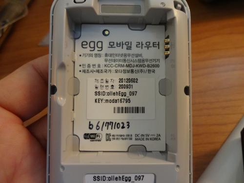 どこの会社のSIMを使っているのか興味があったので電池を取りましたがSIMは入っていないので内臓タイプか?
