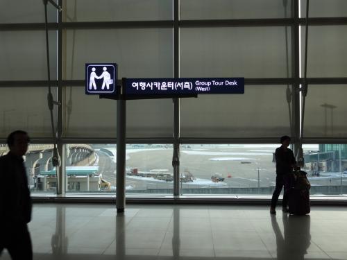 """ソウル・仁川空港でプリペイドSIMを購入と日本のポケットWiFiと同様なサービスのレンタルWiFiルーターサービスの""""egg""""を借りることにした。<br /><br />場所はSIMと同様場所になる。<br /><br />詳細はKoreainfoさんのHPのページにアクセス。<br />http://koreainfo.jp/archives/787/<br />"""