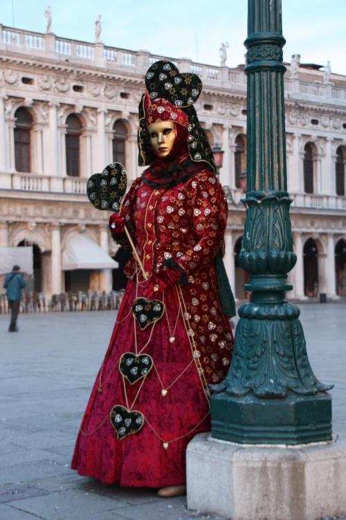この方はスタイルも良くて、まさに中世の世界から登場した雰囲気ムンムン<br />(結構太めのマスケラさんが多かったんです)