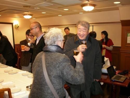 「乾杯〜!!」<br /><br />写真は戦前延吉に住んでいらっしゃった延辺日本人会の大先輩・西田純明さん御夫婦<br /><br />『歓迎光臨!』<br /><br />