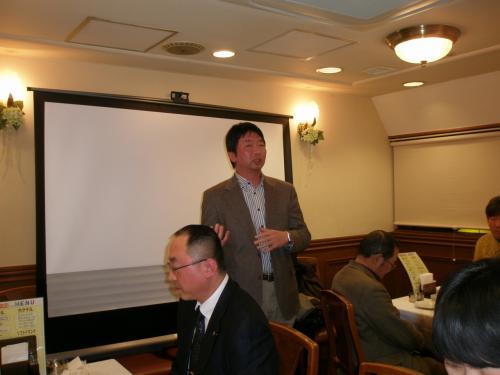 延辺大学日本校友会の金吉山会長からはイベントの紹介がありました。<br /><br />2013年度は<br /><br />3月末にお花見会<br /><br />9月に運動会<br /><br />12月に忘年会<br /><br />日本で朝鮮族の方と交流したい方にはお勧めです。<br /><br />詳細は校友会HPにて告知されるそうです。<br />http://www.ybuaaj.com/home