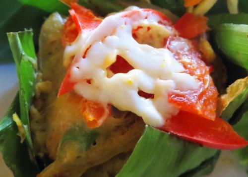 アモックも上品です。<br /><br />タイではホーモックっていうんですけど<br />白身魚とココナツミルクを<br />スパイスであえてバナナの葉で包んで<br />蒸したもの。<br /><br />インドネシアやシンガポールでは<br />全部を包んで焼いたりしたものを<br />オタオタと呼んでましたけど。<br />