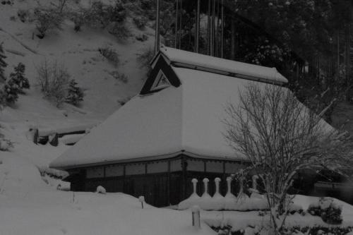 お寺さんも雪化粧