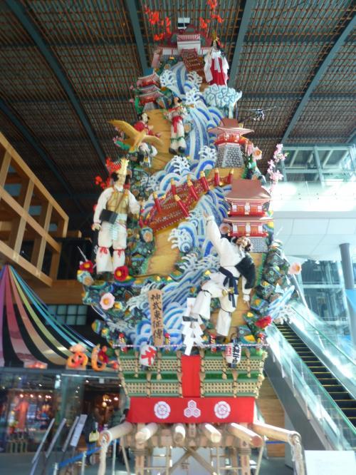 九州名物の山笠が飾られています。