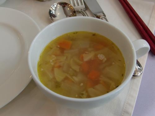 具沢山のスープ♪<br /><br />やさしい味でした。本当はアフタヌーンティにはついていないんだけど、<br />いただけてラッキー☆