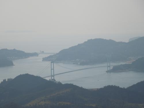 野呂山から呉方面へ数キロ<br /><br />とびしま海道の入り口<br />【安芸灘大橋】があります♪<br /><br />通行料払ったらガッツリ<br />【領収書】もらっておいてくださいね♪