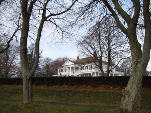 12月8日<br /><br />今日はブライトン・ハウスの青山ご夫妻とブルーウィンズのベイクセールに出かけます。<br /><br />その前にB&Bの目の前に広がる、ビクトリア公園を散策。<br />奥に見えるのは、副総督公邸。