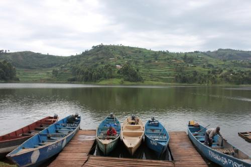 ボートに乗って観光も出来たみたいですけど、乗らずに湖周辺をぶらぶらして見ます。