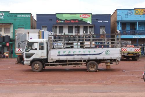 カバレの街を散策してたら、日本の文字を残したままの車を発見。ミャンマーでもありましたが、世界中で中古車が出回ってますね。<br /><br />これでウガンダの観光は終了。翌日、国境を越えていよいよルワンダへ向かいます。