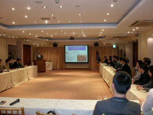 参加者は約40名でした。<br /><br />千葉OKTAは<br />http://okta-chiba.com/Overview<br /><br />世界のコリアンネットワークを利用し、ビジネス機会を会員に提供する組織です。