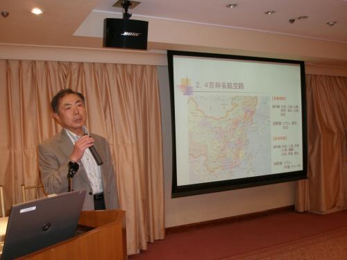 この日のメインスピーカー<br /><br />延辺日本人会の中溝正俊会長による講話<br />http://yanbian-city.in/event/event.htm<br /><br />日本企業から見た延辺市場について<br /><br /><br />続いて