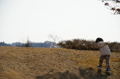 札幌の公園はまだ雪が残っているし<br />雪が解けてもグチャグチャで<br />しばらく遊べないのですよね〜・・・<br />と言うことで、久しぶりの乾いた大地に息子は大はしゃぎ。