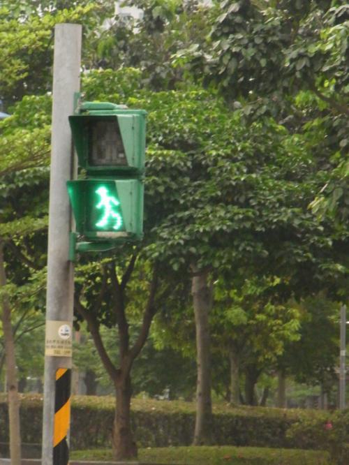 信号機。<br />赤に変わりそうな時は駆け足になる表示。<br />