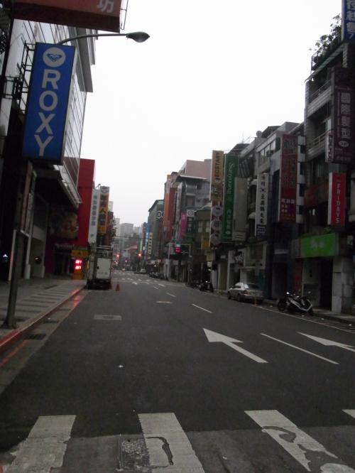 《2日目》<br /><br />朝起きて、ご飯の前にホテル周辺を散策。<br />若者の街『西門街』<br />オシャレなセレクトショップもたくさん。<br /><br />