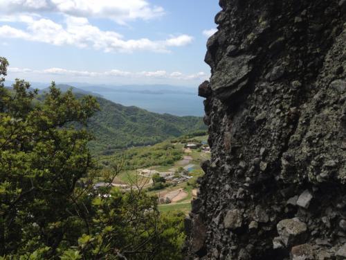 本殿は洞窟。登るのが大変ですが、素晴らしい景色が待ってました。