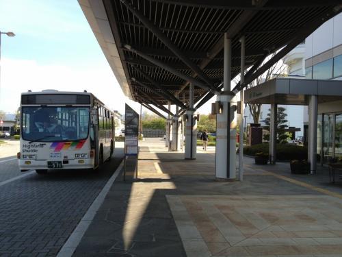 さて、家族旅行中にちょいと寄り道させていただきました。まずはバス乗り場から。