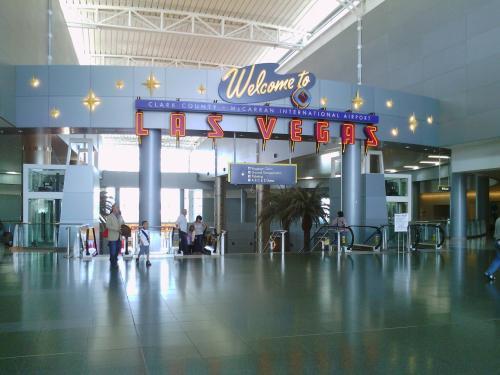 ラスベガス国際空港に到着です。<br />Baggage Claimの案内を頼りに進みます。