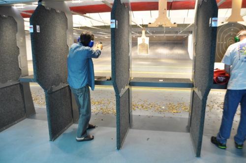 3日目(土)は、友人との再会。<br />射撃場に連れて行ってもらいました。<br />近くのレーンでは、お父さんに連れられた中学生ぐらいの男の子が、<br />銃の練習に来ていてちょっとビックリ。