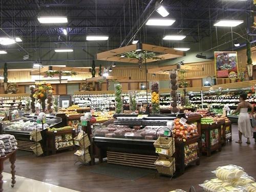 地元のスーパーでお買い物。<br />野菜とかも日本と違う種類のものがあったりして、見ていると面白いです。