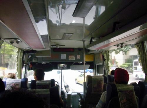 捷運で行天宮駅へ。<br /><br />ちょっと歩いて松山空港から来た<br />國光客運バスに乗車。<br />すぐに高速に入りますので所要40分。<br />料金125元は乗車時に料金箱へ。<br /><br />