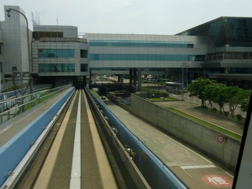 3分ほどで第2ターミナル駅へ。<br />