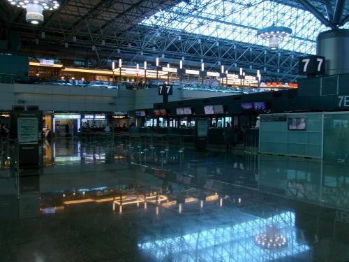 第2ターミナル搭乗手続きフロア。<br />