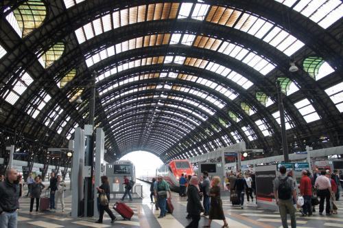 ミラノ中央駅到着。<br />これぞヨーロッパの鉄道駅ですね!