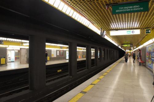ローマのB線よりは明るいです。