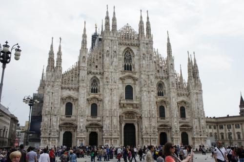 ミラノのドゥオモ。<br />装飾がすごいです。<br />白一色なのに物凄く凝った造りでした。