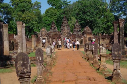 寺院に向かい直進します。<br /><br />とはいっても、今までの寺院と比べると敷地そのものは広大ではなかったので非常に回りやすい寺院でした。