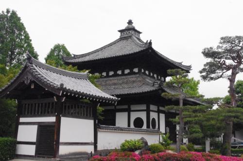 サツキ咲く東福寺に駐車させて頂いて<br />塔頭の光明院へ