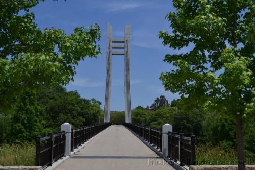 まだできて2年ほどの立派な歩行者専用の橋