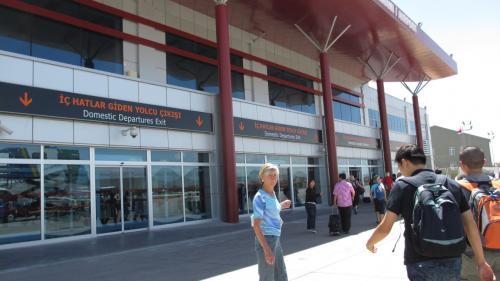 カイセリ空港のターミナルビルはまだ新しい感じ。