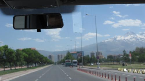 高速道路、一般道の整備状況がすばらしい。ワゴンもかなり飛ばします。