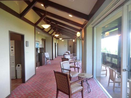 ホテル最上階の5階には「スカイスパ」があり、内湯の展望風呂と露天デッキジャグジーがある。サウナ・露天風呂はない。<br />写真:大浴場入り口<br />