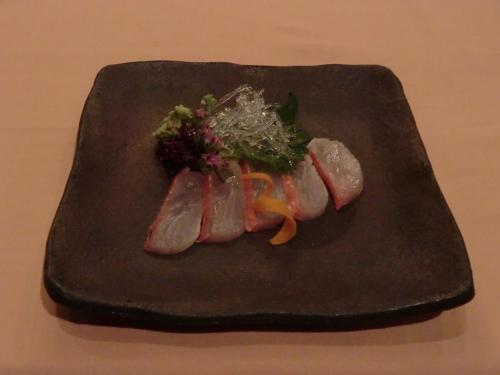 【御魚料理】金目鯛薄造り:鮮度の良い金目鯛で大変うまい。<br />
