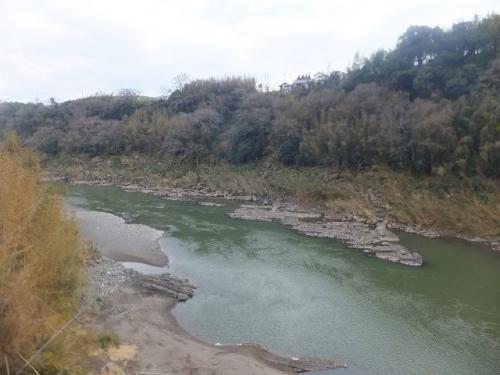 川の幅が広がっていくと大分駅に到着です。